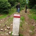 10-Hranicni-kаmen-uprostred-stezky