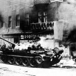 1968_okupacni-tank-v-ulicich