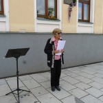 Radka Křivánková u poslanecké kanceláře Dr. Horákové, 2015