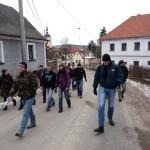 někteří účastníci pěšky(!) vyrážejí směrem na Velký Blaník